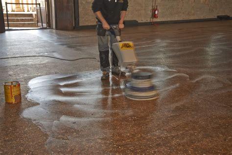 manutenzione terrazzo fila pulizia e manutenzione della pavimentazione in