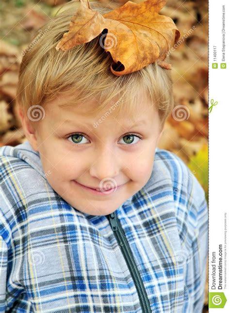 leaf boys model boy with leaf on head royalty free stock photography