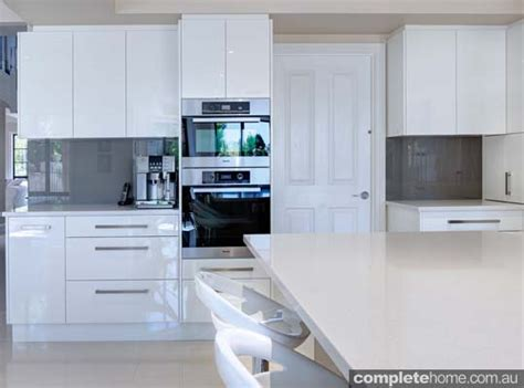 Sa Kitchen Designs A Contemporary Kitchen Design With Fabulous Flow Completehome