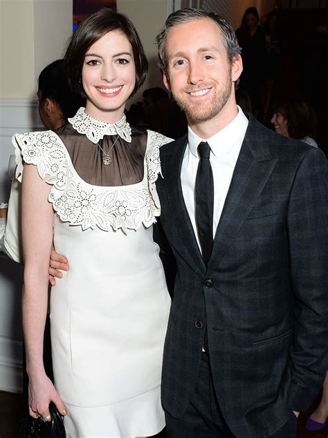 anne hathaway and husband adam shulman step e online anne hathaway i loved working with my husband couples