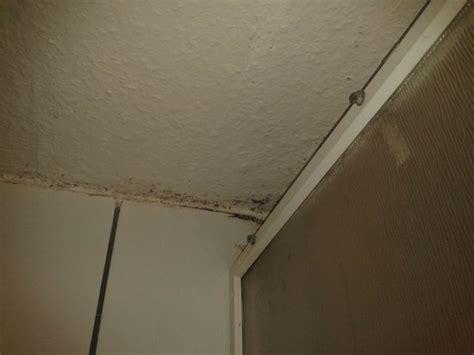 feuchte decke verdreckte l 252 ftung im bad bild ritter hotel