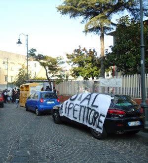 cortile caf bologna quot bomba ecologica quot circonda scuola 232 rivolta protestano