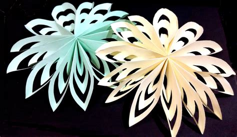 Snowflakes Out Of Paper - paper snowflake easy and rich