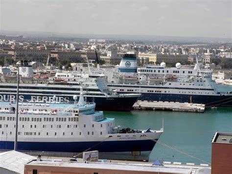 porto di bari traghetti ellade viaggi apre le vendite sulla bari durazzo