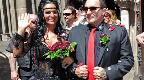 Motorrad Demo D Sseldorf by Rocker Hochzeit Zungenk 252 Sse Bei Den Hells Angels Vor Dem