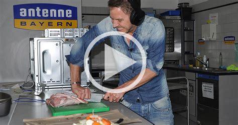 Antenne Bayern De Musterbrief Schweinebraten In Der Stefan Meixner Show Eine Glatte Eins F 252 R Kruste Und Geschmack Antenne