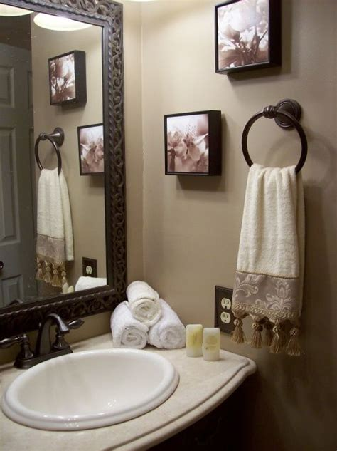 decor ideas for small bathrooms 25 best ideas about half bath decor on half