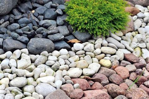 pebbles backyard 25 beautiful landscaping ideas adding beach stones to