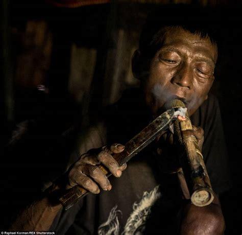 cacciatori di teste cacciatori di teste di longwa dago fotogallery