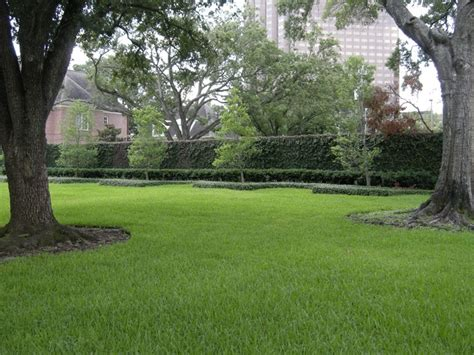 joel osteen house after move to 10 5 million river oaks mansion joel osteen offers culturemap