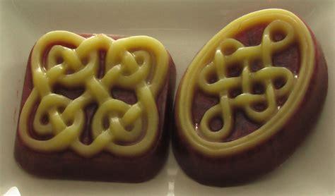 Parfum Mobil Stark Royal Blueberry celtic knots by willdbill on deviantart