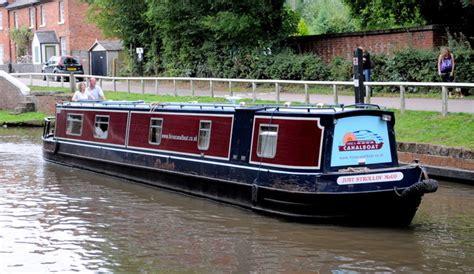 swan narrow boats narrow boat near the swan pub 169 john carver cc by sa 2 0