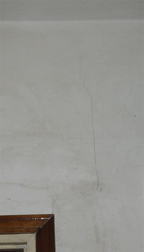 crepe sul soffitto crepe nel soffitto passanti sul solaio