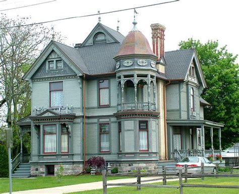 queen anne style house queen anne spindle style house includes elaborate