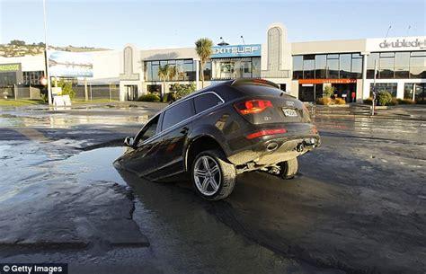 Car Struts Christchurch Christchurch Earthquake Panic As 2 Quakes Strike 4 Months
