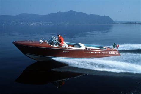 legend boats hat motorboot legende eine riva muss man mit allen sinnen