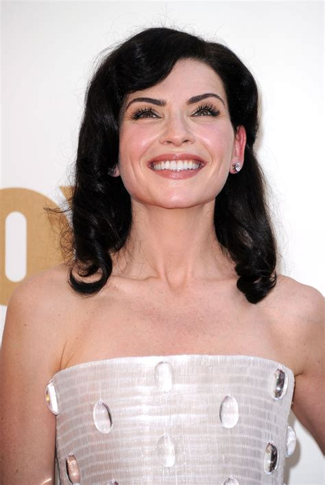 julianna margulies new hair cut julianna margulies medium wavy cut medium wavy cut