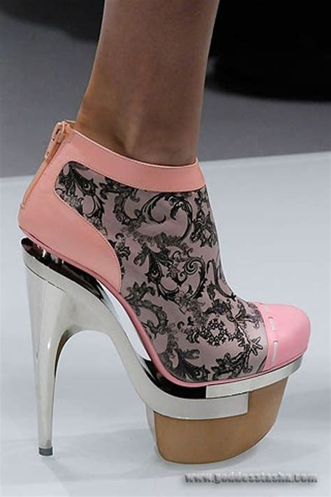 nicki minaj shoes my eye i of think they look