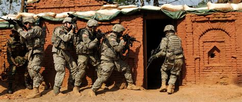 room clearing file us army 53494 strykehorse soldiers conduct room clearing in exercise for ya09 jpg