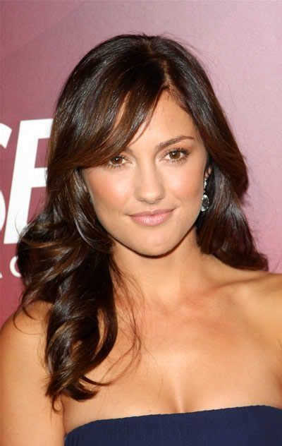 brunette haircuts pinterest minka kelly s long wavy brunette hairstyle with bangs