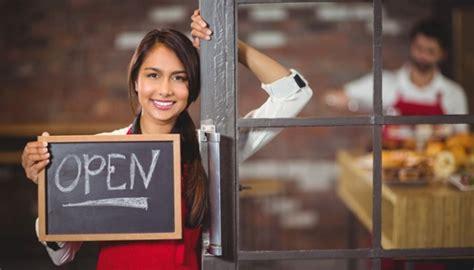 membuka usaha hotel hotel dan restoran mendominasi peningkatan usaha di jateng