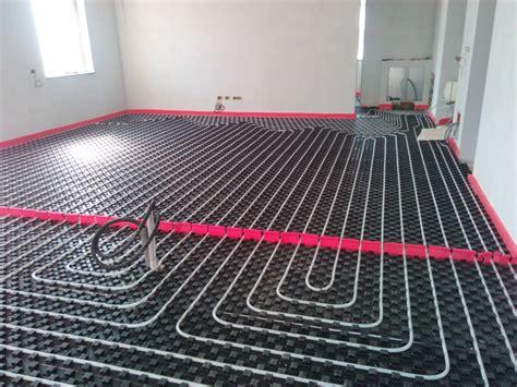 impianto riscaldamento a pavimento prezzi impianto radiante a pompa di calore caldo e freddo idee