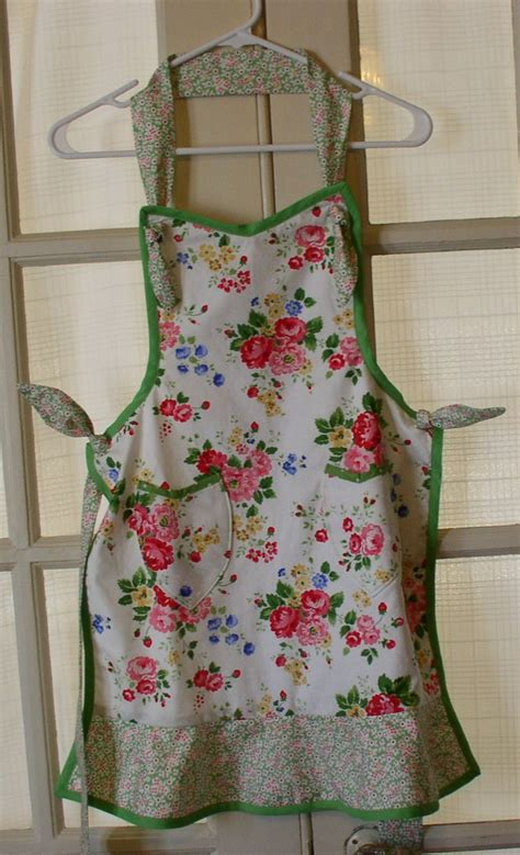 sewing craft apron 932 best aprons images on pinterest sewing aprons