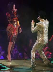 zooey deschanel on prince zooey deschanel reveals prince had the kardashians cut