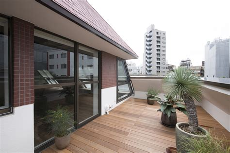 wohnung tokio an apartment block attic conversion in tokyo by g architects