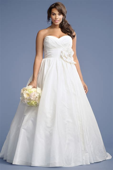 simple plus size wedding dress with sweetheart