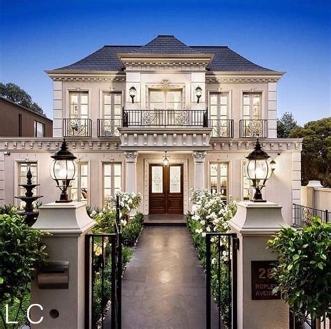 classic home design pictures best 25 classic house exterior ideas on pinterest