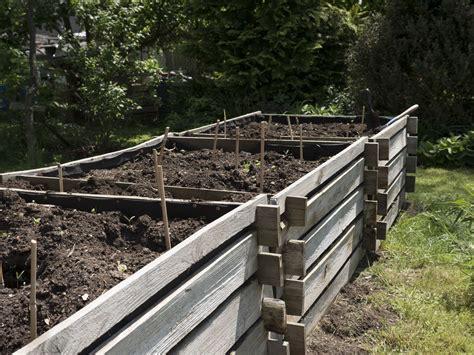 garten kaufen hochbeet selber bauen vs hochbeet kaufen plantura