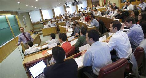 Mba Esade Linkedin by Las Escuelas De Negocios Espa 241 Olas Iese Y Esade Entre Las