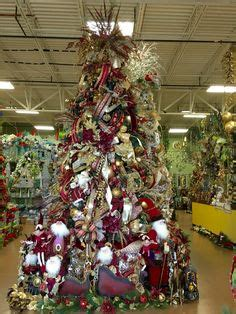 traditionalchristmas tree designed by arcadia floral 1000 images about christmas trees on pinterest