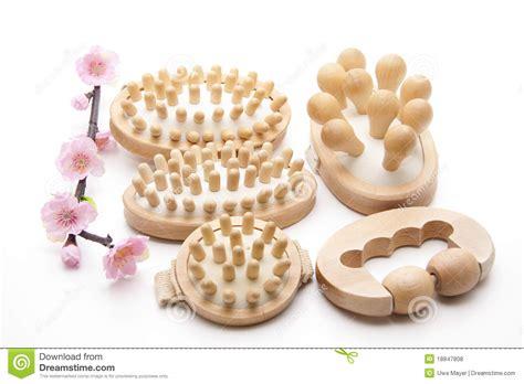 imagenes libres masajes cepillos del masaje con la flor fotos de archivo libres de