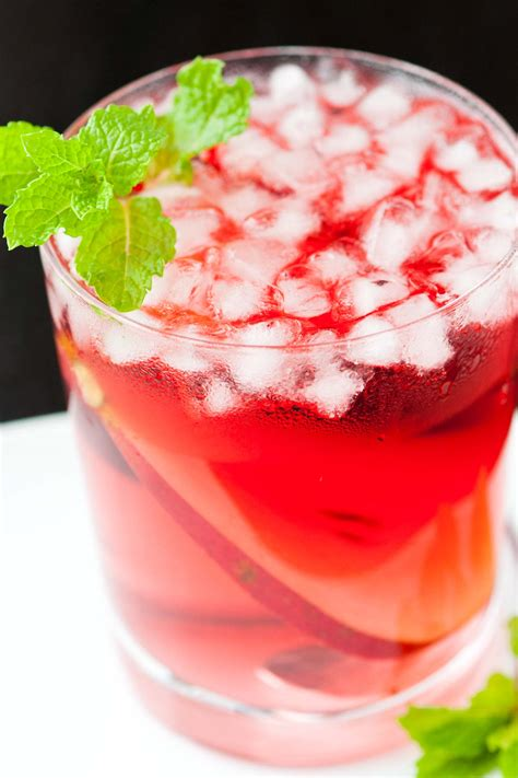 How Much Cranberry Juice Should I Drink To Detox by Pear Vodka And Cranberry Cocktail Recipe