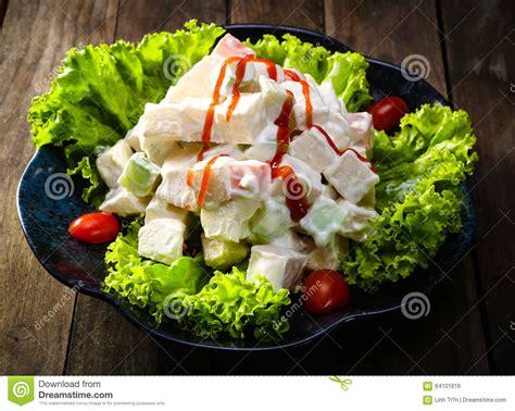 cuisine russe traditionnelle cuisine traditionnelle salade russe avec le persil et