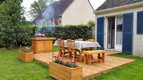 bbq feasting deck made of pallets diy 101 pallet ideas