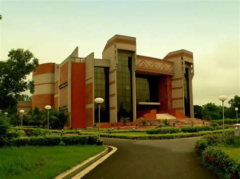 Iim Delhi Mba Fees by A Guide To Mba Course Fees In India Officechai