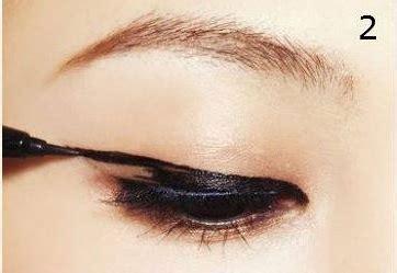 tutorial eyeliner unik tutorial eyeliner unik ala korea