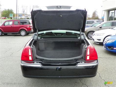 lincoln town car trunk 2010 lincoln town car signature limited trunk photo