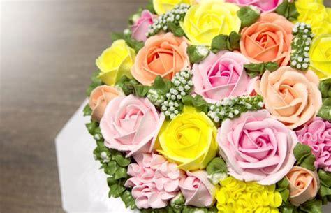 torte di compleanno con fiori torta di compleanno con i fiori scaricare foto gratis