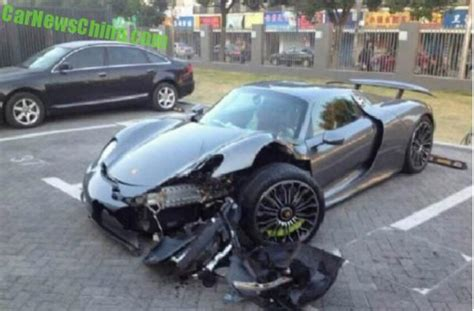 porsche 918 crash porsche 918 spyder crashes in china driver may been