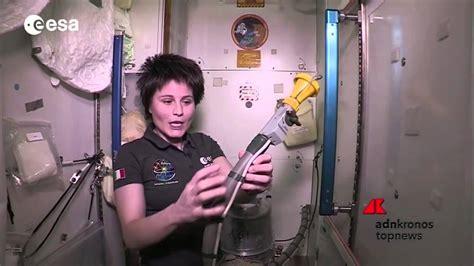 come andare in bagno ecco come fanno gli astronauti ad andare in bagno