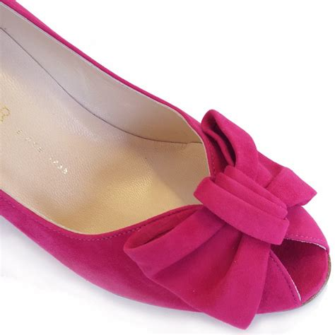 kaiser samos peep toe court shoes in pink suede