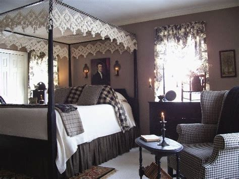 Colonial Bedrooms | eye for design decorating colonial primitive bedrooms