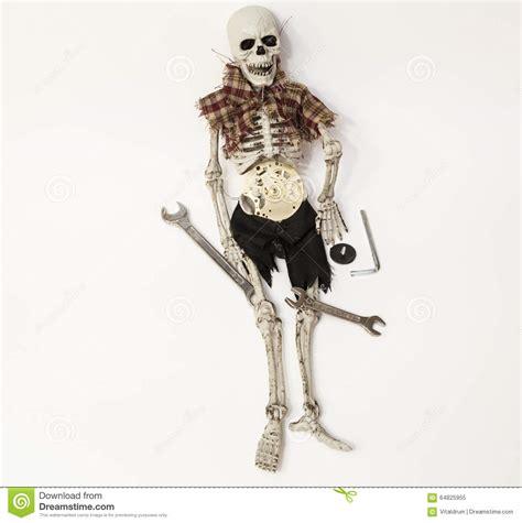menschliches skelett in abgenutzter kleidung mit dem alten - Bilder Toilettenschã Sseln