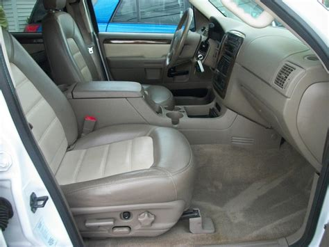 Ford Explorer 2005 Interior by 2005 Ford Explorer Interior Pictures Cargurus