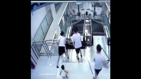 detik techno ngeri ini detik detik wanita tertelan eskalator okezone