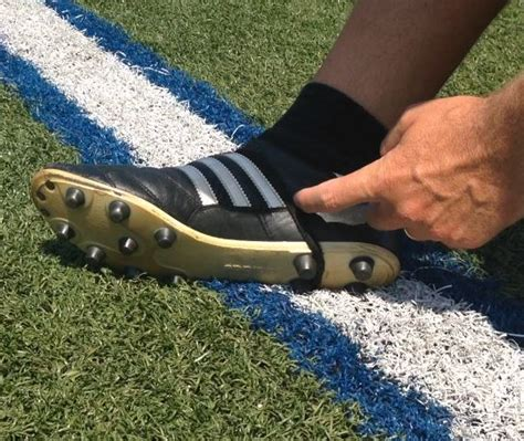 kicking shoes for football how to tie your kicking shoes fgk kicker